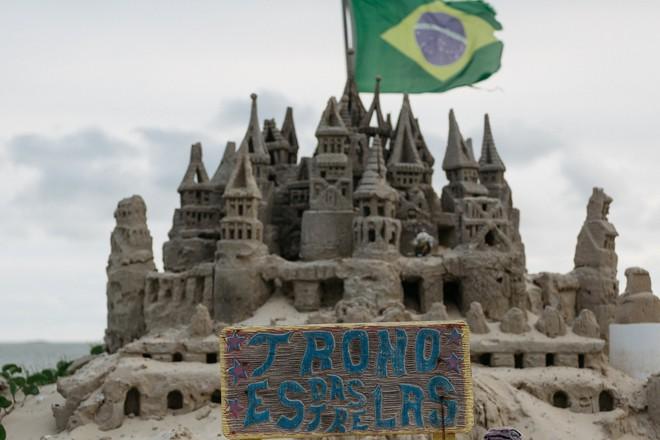 Xây lâu đài cát để làm nơi ở, người đàn ông tự xưng là nhà vua tránh được tiền thuê nhà suốt 22 năm - Ảnh 2.
