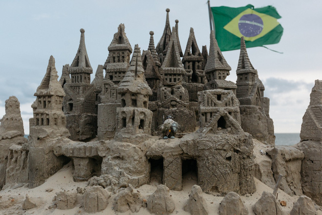 Xây lâu đài cát để làm nơi ở, người đàn ông tự xưng là nhà vua tránh được tiền thuê nhà suốt 22 năm - Ảnh 3.