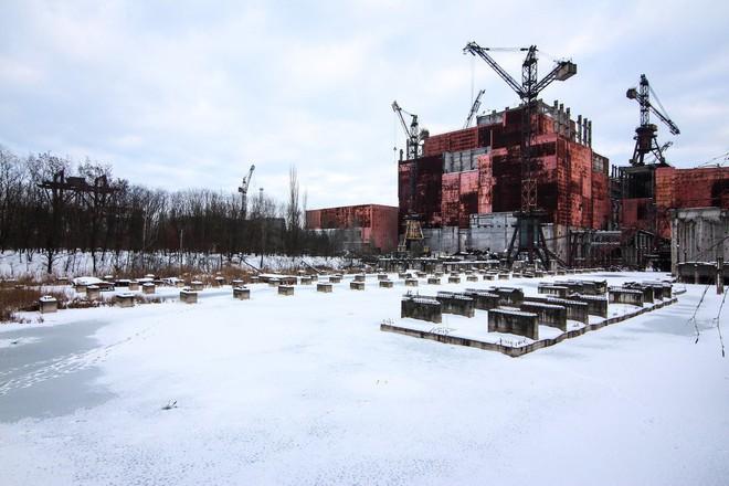Tòa nhà chưa hoàn thiện của Lò phản ứng số 5, nay đã bị bỏ hoang.