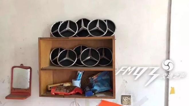 Trung Quốc: Ăn cắp cả tá logo xe Mercedes-Benz để câu likes trên mạng xã hội - Ảnh 2.