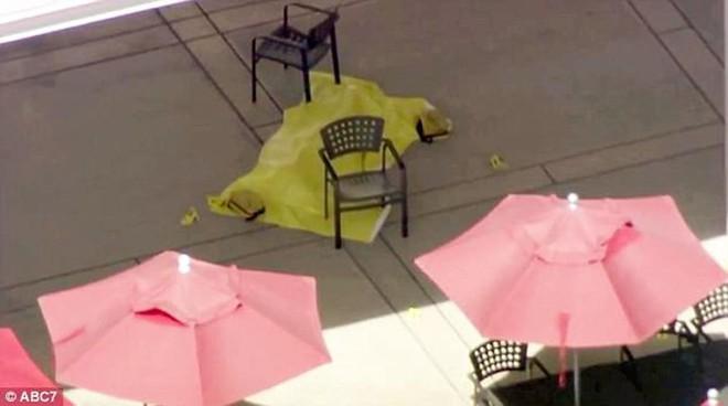 Ảnh: Hiện trường vụ nổ súng gây náo loạn trụ sở YouTube - Ảnh 4.