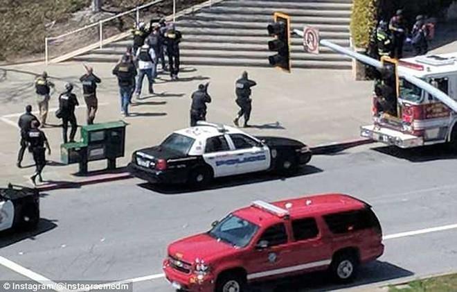 Ảnh: Hiện trường vụ nổ súng gây náo loạn trụ sở YouTube - Ảnh 5.