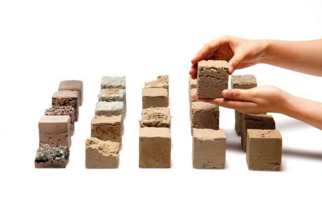 Vật liệu mới được làm từ cát sa mạc, cứng như bê tông nhưng phát thải carbon thấp hơn rất nhiều - Ảnh 4.