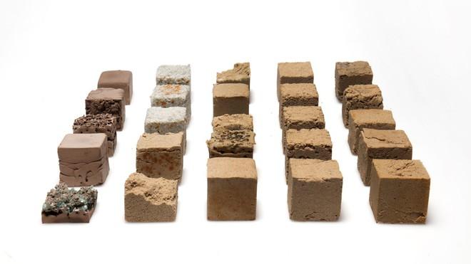 Vật liệu mới được làm từ cát sa mạc, cứng như bê tông nhưng phát thải carbon thấp hơn rất nhiều - Ảnh 9.