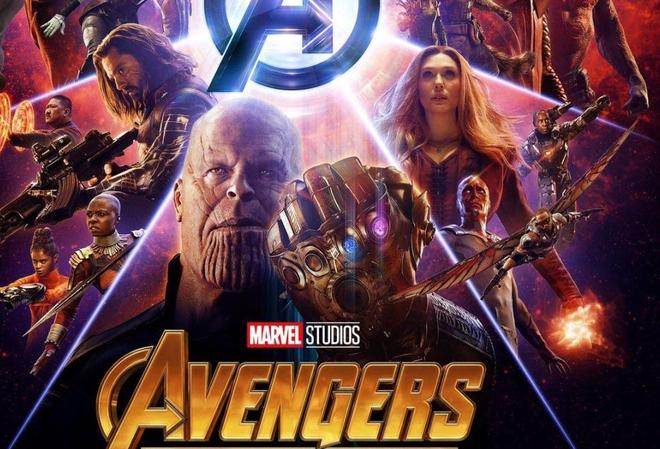 Hình như có cái gì đó lấp ló ở găng tay của Thanos, gần phía Vision...
