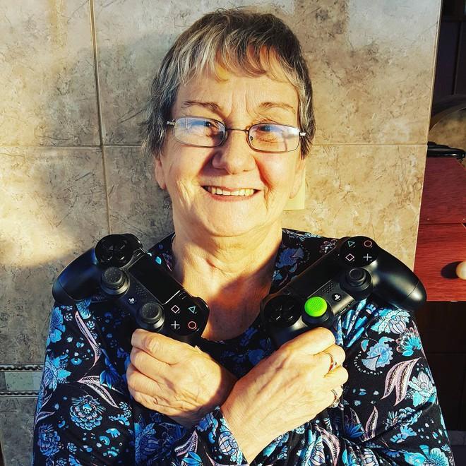 Cụ bà 82 tuổi trở thành gamer nổi tiếng sau khi được cháu trai chia sẻ câu chuyện của mình lên Internet - Ảnh 3.