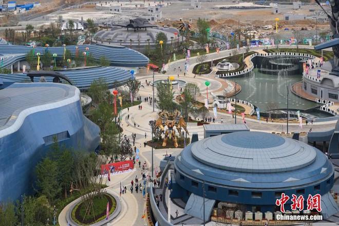 Công viên thực tế ảo 1,5 tỷ USD của Trung Quốc chính thức đi vào hoạt động - Ảnh 1.