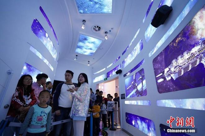 Công viên thực tế ảo 1,5 tỷ USD của Trung Quốc chính thức đi vào hoạt động - Ảnh 2.