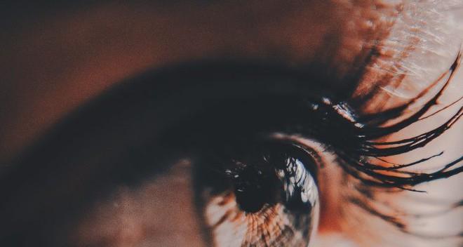 Loại thiết bị cấy võng mạc mỏng hơn 100 lần neuron thần kinh có tiềm năng xóa bỏ bệnh mù lòa - Ảnh 2.