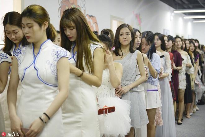 Bên trong học viện chuyên đào tạo sống ảo ra tiền lớn nhất Trung Quốc - Ảnh 3.