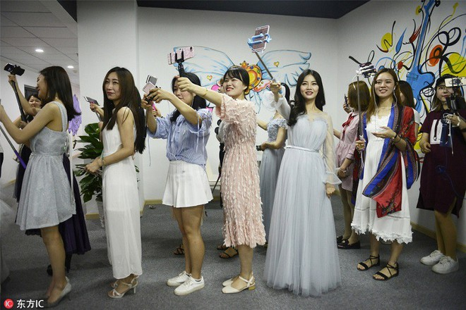 Bên trong học viện chuyên đào tạo sống ảo ra tiền lớn nhất Trung Quốc - Ảnh 4.