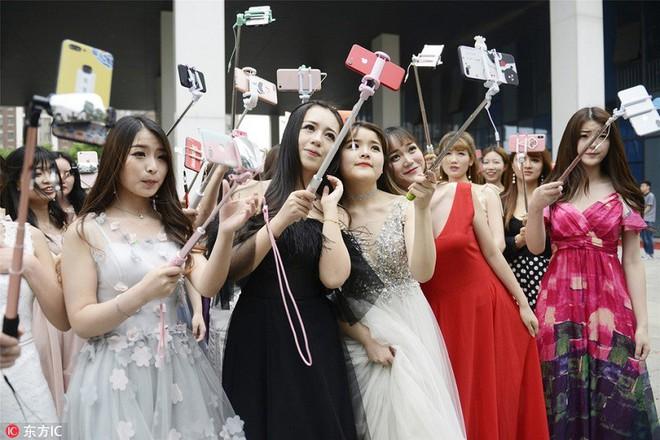 Bên trong học viện chuyên đào tạo sống ảo ra tiền lớn nhất Trung Quốc - Ảnh 5.