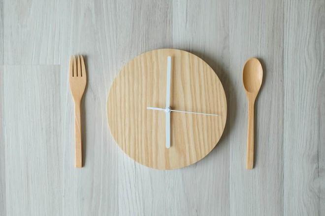 Vừa ăn xong một bữa, bạn phải đợi ít nhất bao lâu để ăn bữa tiếp theo?