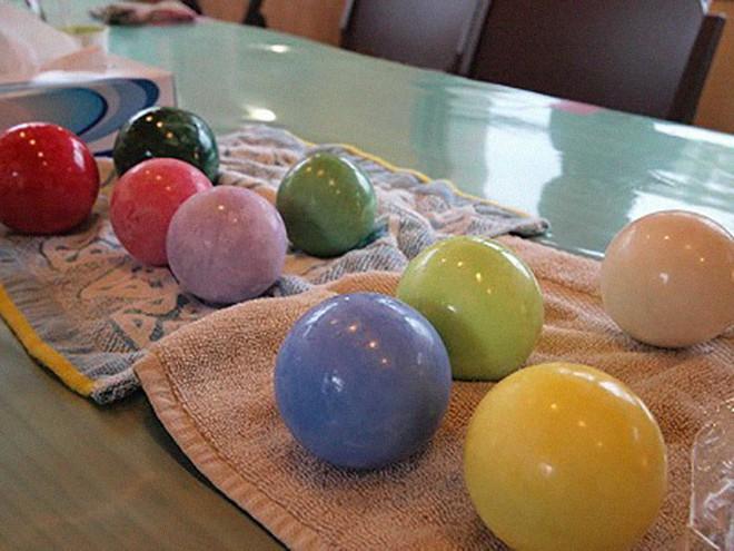 Quả cầu bằng giấy bạc chưa là gì hết, người Nhật còn có thể làm ra những quả cầu hoàn hảo chỉ bằng bùn đất - Ảnh 15.