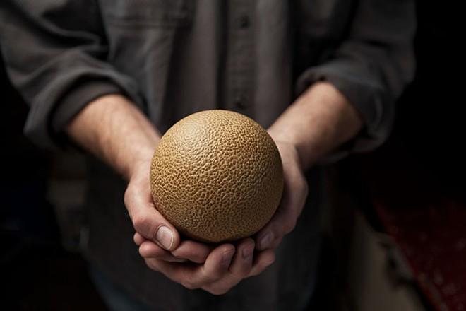 Quả cầu bằng giấy bạc chưa là gì hết, người Nhật còn có thể làm ra những quả cầu hoàn hảo chỉ bằng bùn đất - Ảnh 17.