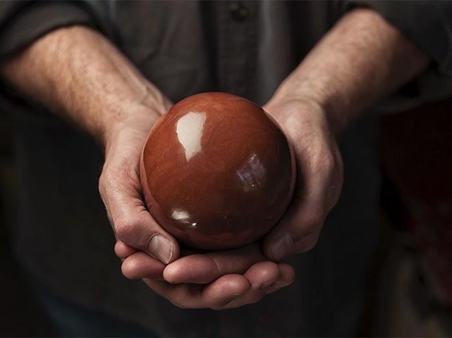 Quả cầu bằng giấy bạc chưa là gì hết, người Nhật còn có thể làm ra những quả cầu hoàn hảo chỉ bằng bùn đất - Ảnh 12.