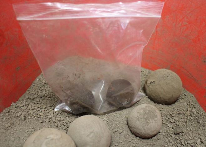 Quả cầu bằng giấy bạc chưa là gì hết, người Nhật còn có thể làm ra những quả cầu hoàn hảo chỉ bằng bùn đất - Ảnh 9.