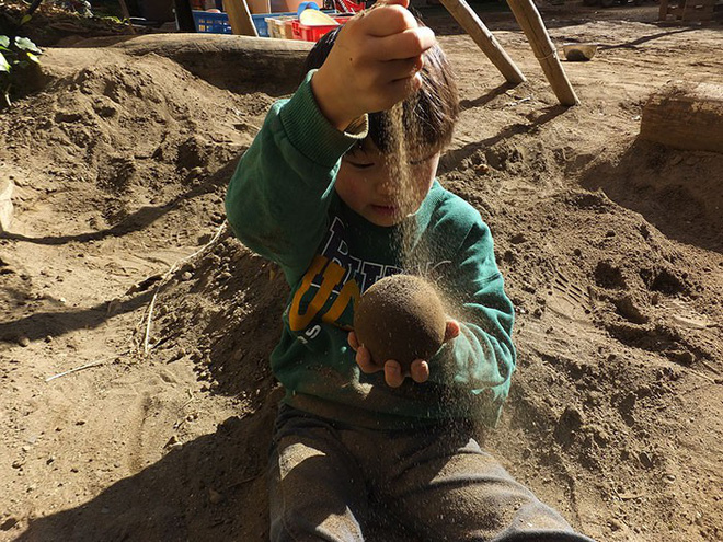 Quả cầu bằng giấy bạc chưa là gì hết, người Nhật còn có thể làm ra những quả cầu hoàn hảo chỉ bằng bùn đất - Ảnh 6.