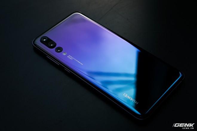 Huawei giới thiệu flagship P20 Pro tại Việt Nam: thiết kế đẹp, màn hình tai thỏ, trang bị 3 camera cho trải nghiệm chụp ảnh chuyên nghiệp, lên kệ từ 26/5 - Ảnh 3.