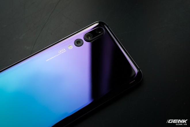 Huawei giới thiệu flagship P20 Pro tại Việt Nam: thiết kế đẹp, màn hình tai thỏ, trang bị 3 camera cho trải nghiệm chụp ảnh chuyên nghiệp, lên kệ từ 26/5 - Ảnh 7.