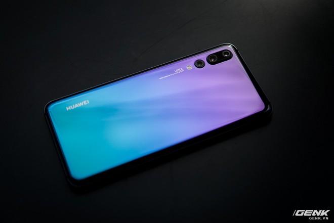 Huawei giới thiệu flagship P20 Pro tại Việt Nam: thiết kế đẹp, màn hình tai thỏ, trang bị 3 camera cho trải nghiệm chụp ảnh chuyên nghiệp, lên kệ từ 26/5 - Ảnh 5.