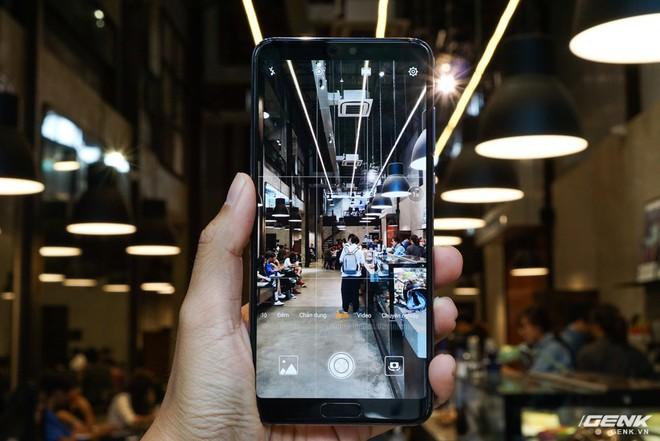 Huawei giới thiệu flagship P20 Pro tại Việt Nam: thiết kế đẹp, màn hình tai thỏ, trang bị 3 camera cho trải nghiệm chụp ảnh chuyên nghiệp, lên kệ từ 26/5 - Ảnh 8.