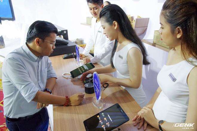 Samsung nâng cấp thêm tính năng mới cho ứng dụng thanh toán một chạm Pay: hỗ trợ thanh toán bằng Gear S3, rút tiền được tại máy ATM, đáp ứng 75% nhu cầu sử dụng thẻ của người dùng Việt - Ảnh 2.