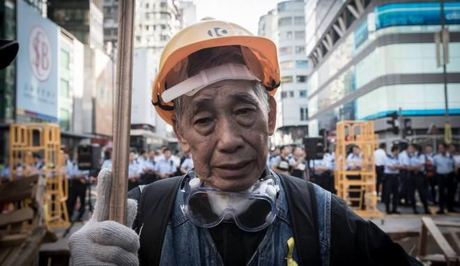 Cuộc sống của những người già ở Hồng Kông: Vẫn phải vật lộn mưu sinh dù đã quá tuổi nghỉ hưu - Ảnh 1.