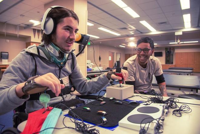 Microsoft giới thiệu thiết bị hỗ trợ chơi game Xbox dành cho người khuyết tật - Ảnh 4.