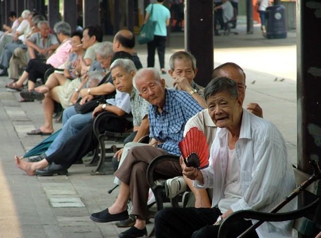 Cuộc sống của những người già ở Hồng Kông: Vẫn phải vật lộn mưu sinh dù đã quá tuổi nghỉ hưu - Ảnh 3.