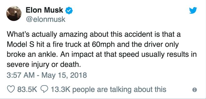 Điều thực sự thú vị trong vụ tai nạn nay là một chiếc Model S đã đâm phải một cái xe cứu hoả với vận tốc 95 km/h và tay lái xe chỉ bị vỡ mắt cá chân. Va chạm ở vận tốc đó thường gây ra thương tích nghiêm trọng hoặc tử vong.