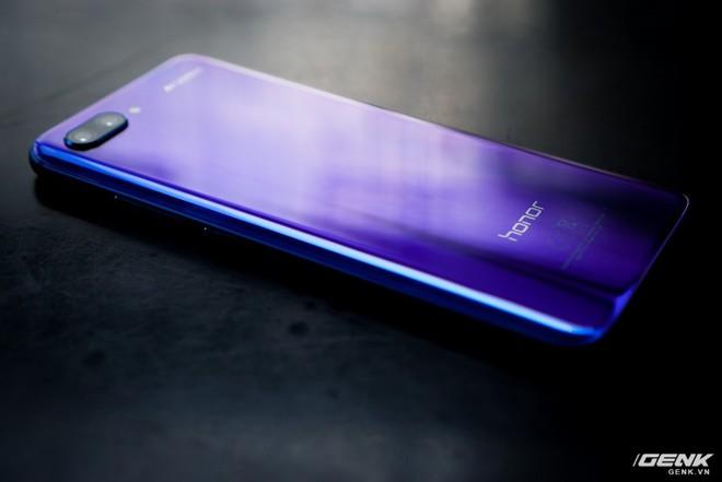 Cận cảnh Honor 10: nhiều chi tiết giống P20 của Huawei nhưng giá chỉ bằng một nửa - Ảnh 9.