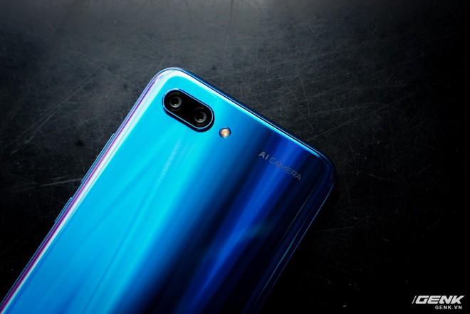 Cận cảnh Honor 10: nhiều chi tiết giống P20 của Huawei nhưng giá chỉ bằng một nửa - Ảnh 10.
