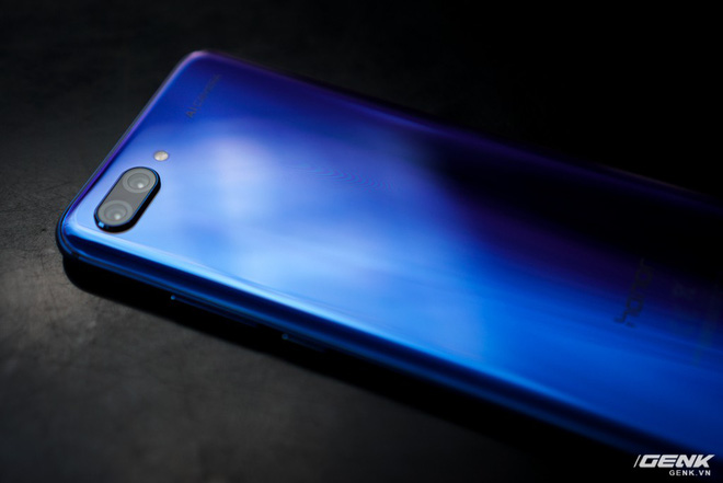 Cận cảnh Honor 10: nhiều chi tiết giống P20 của Huawei nhưng giá chỉ bằng một nửa - Ảnh 16.