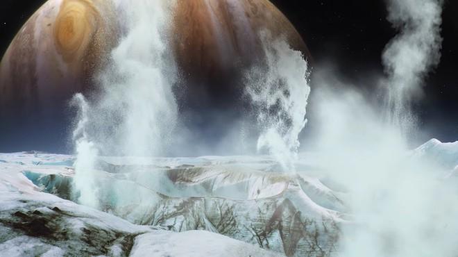 Các nhà khoa học đã phát hiện ra những cột nước khổng lồ trên mặt trăng Europa vào 2 năm trước.