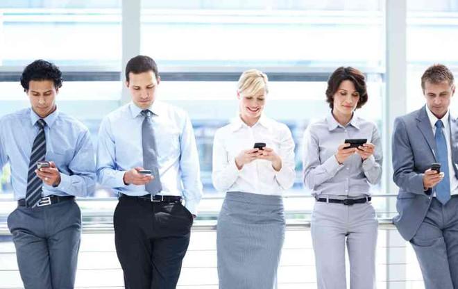 Chuyện về những vị sếp cấm đoán smartphone nơi công sở - Ảnh 3.
