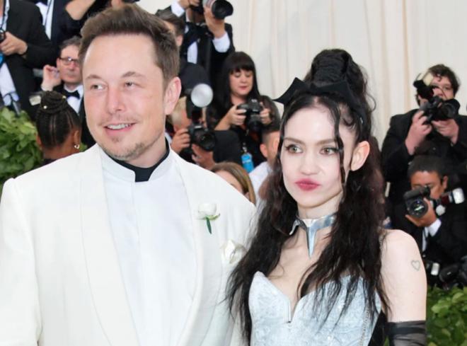 Elon Musk và bạn gái mới của ông, nhạc sĩ Grimes