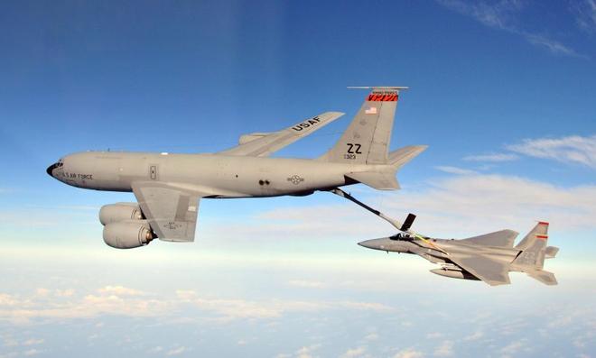 Phiên bản cải tiến của máy bay KC-135s liệu có thể đảm nhận nhiệm vụ này? Có lẽ, nhưng sẽ còn cần rất nhiều thời gian nữa, ít nhất là để thử nghiệm một cách vô cùng cẩn thận và kỹ lưỡng.