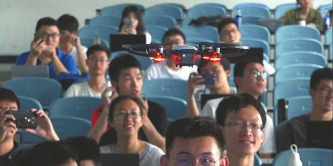 Trung Quốc: Drone tích hợp nhận diện khuôn mặt tham gia quản lý giáo dục - Ảnh 1.