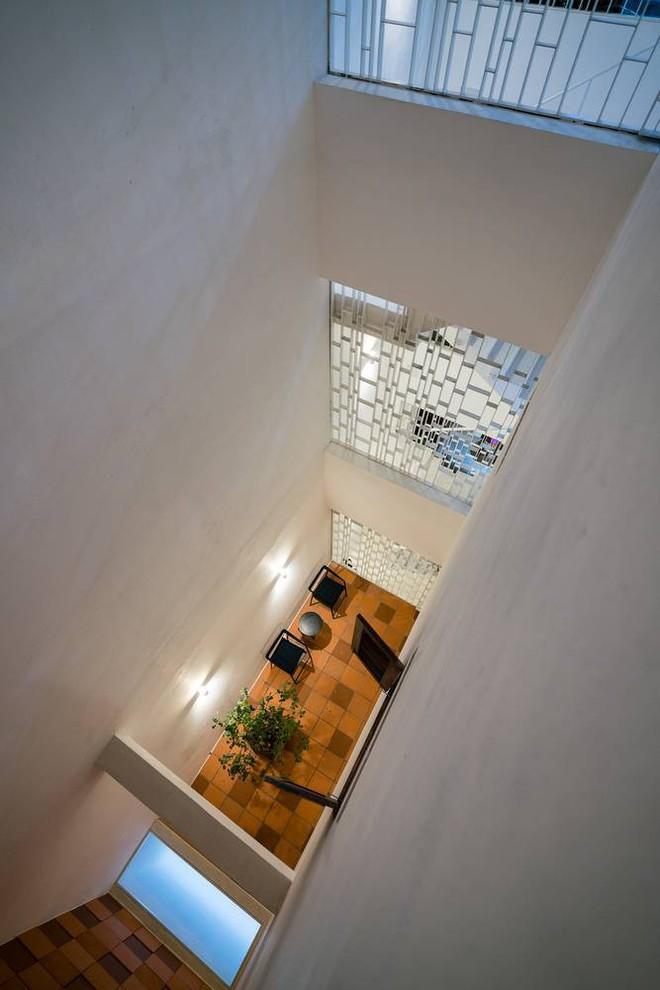Nhờ cải tạo một cách thần kỳ, nhà ống 15 năm tuổi tối tăm cũ kỹ ở Sài Gòn được lên tạp chí kiến trúc Mỹ - Ảnh 10.