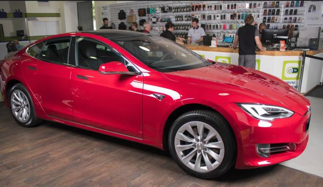 Elon Musk chặn lời các nhà phân tích trong cuộc họp báo cáo thu nhập, cổ phiếu Tesla lao dốc - Ảnh 2.