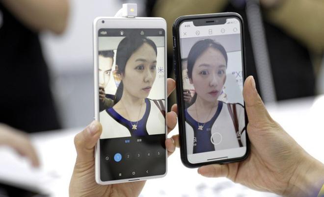 Doanh số smartphone Xiaomi tăng gấp đôi trước thềm IPO trong khi ZTE giảm một nửa - Ảnh 1.