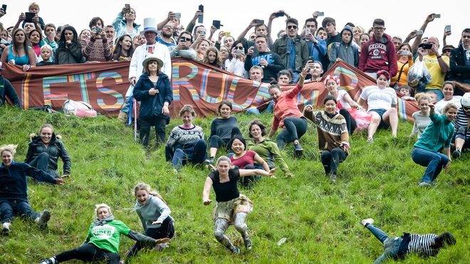 Vồ phô mai ở đồi Cooper: Lễ hội điên khùng và nguy hiểm bậc nhất nước Anh - Ảnh 6.