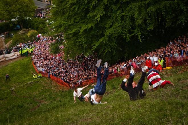 Vồ phô mai ở đồi Cooper: Lễ hội điên khùng và nguy hiểm bậc nhất nước Anh - Ảnh 7.