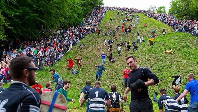 Vồ phô mai ở đồi Cooper: Lễ hội điên khùng và nguy hiểm bậc nhất nước Anh - Ảnh 8.