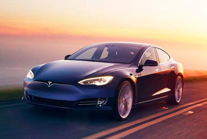 Chế độ tự lái của Tesla Model S lại gây tai nạn, lần này đâm thẳng vào... xe cảnh sát - Ảnh 1.