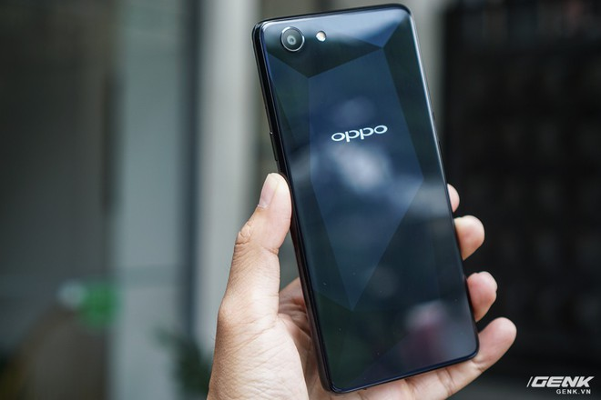 Cận cảnh Oppo F7 Youth: thiết kế gần giống anh cả F7, không theo trào lưu tai thỏ, không cảm biến vân tay, giá 6,49 triệu đồng - Ảnh 4.