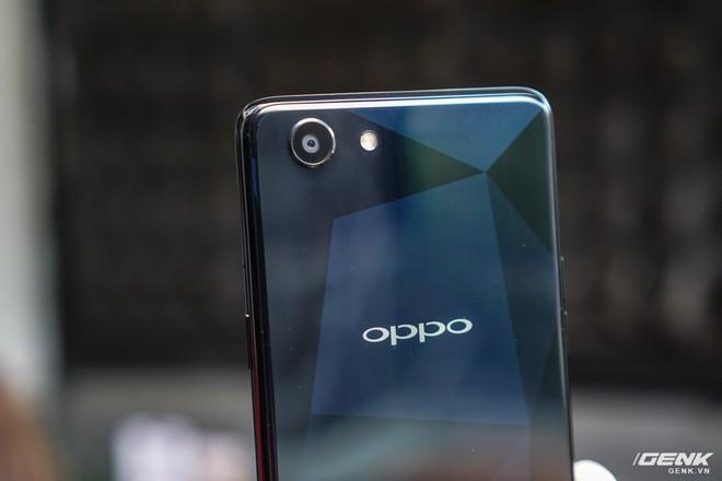 Cận cảnh Oppo F7 Youth: thiết kế gần giống anh cả F7, không theo trào lưu tai thỏ, không cảm biến vân tay, giá 6,49 triệu đồng - Ảnh 12.