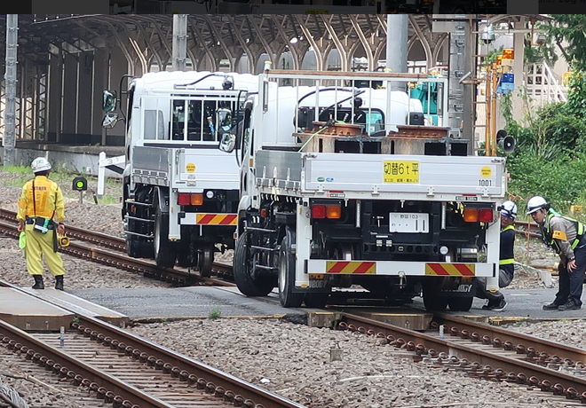 Kirikusha: Loại xe tải cực dị đến từ Nhật Bản, đi được trên cả đường bộ lẫn đường sắt - Ảnh 2.