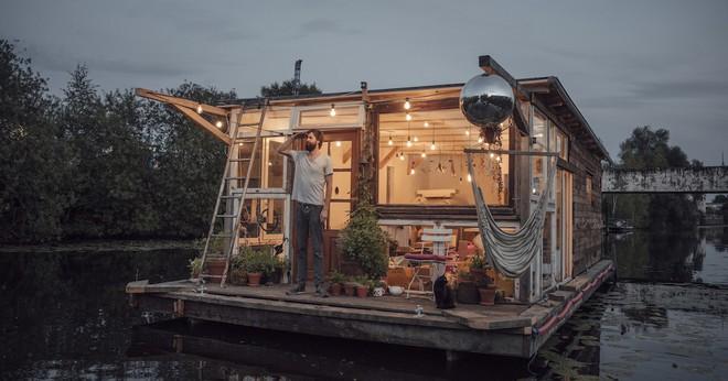 Du lịch khắp Châu Âu bằng thuyền, cuộc sống tuyệt vời đáng mơ ước của hai nhiếp ảnh gia người Đức - Ảnh 1.